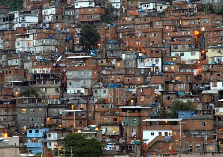 Lula to invest 3,6 US billion on Brazil slums « Formae Mentis NGO