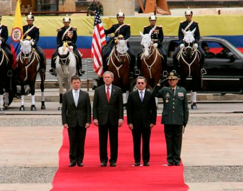 Juan Manuel Santos, George W. Bush, Álvaro Uribe and Mario Montoya Uribe, in Bogotá, March 2007
