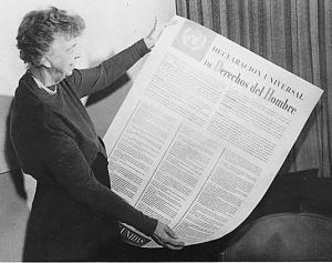 Eleanor Roosevelt showing the Spanish version