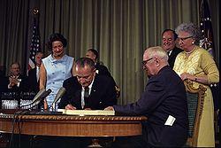 Lyndon_Johnson_signing_Medicare